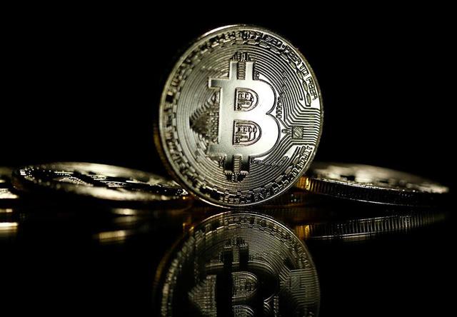 Bitcoin vượt mốc 10.000 USD  - Ảnh 1.