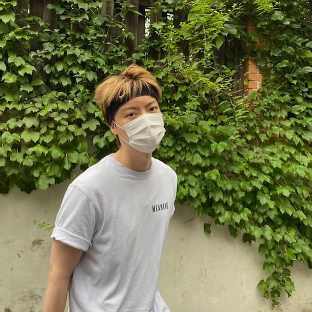 Hậu ly hôn, Ahn Jae Hyun lần đầu xuất hiện với diện mạo mới - Ảnh 1.