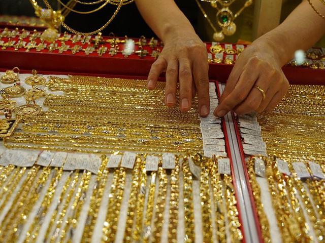 Sau khi lên đỉnh, giá vàng trong nước quay đầu giảm mạnh - Ảnh 1.