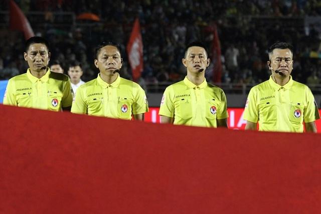 Kỷ luật tổ trọng tài trận CLB TP Hồ Chí Minh - CLB Hà Nội - Ảnh 1.