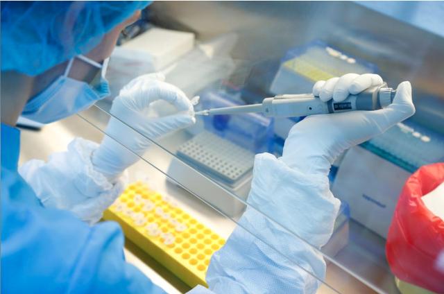 Nga thử nghiệm trên người loại vaccine COVID-19 tiềm năng thứ hai - Ảnh 1.