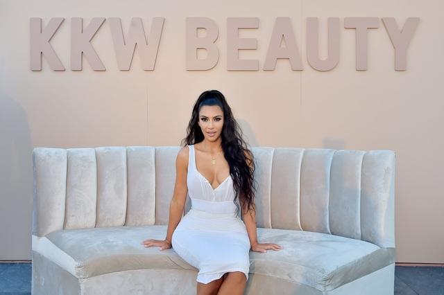 Kim Kardashian tự nhận là tỷ phú, Forbes phản bác - Ảnh 1.
