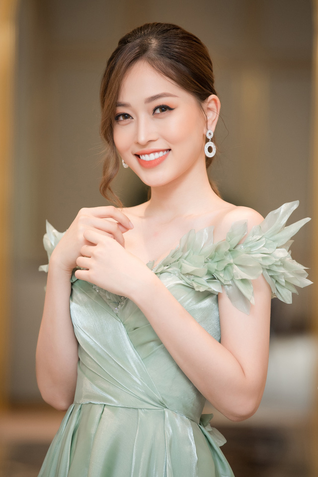 """Bộ đôi Hoa hậu """"song Linh"""" đọ độ nóng bỏng khi """"đụng"""" đầm vàng - Ảnh 11."""