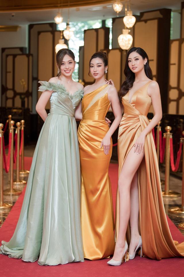 """Bộ đôi Hoa hậu """"song Linh"""" đọ độ nóng bỏng khi """"đụng"""" đầm vàng - Ảnh 9."""