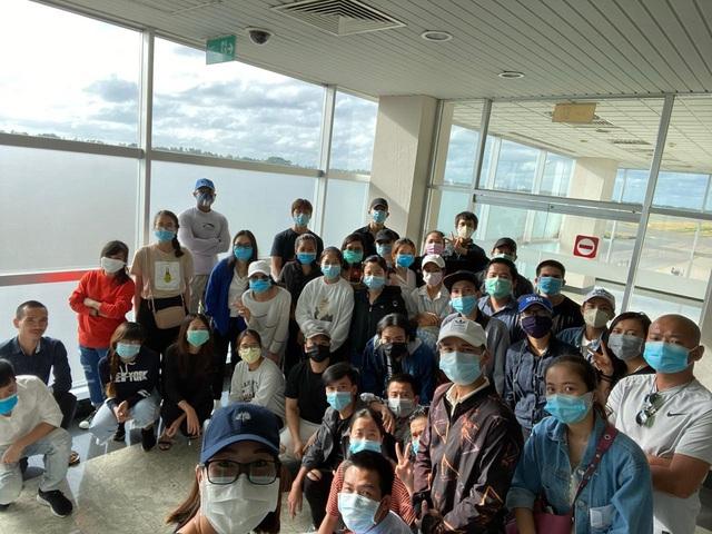 200 công dân Việt Nam từ Sri Lanka, Bangladesh về nước an toàn - Ảnh 2.