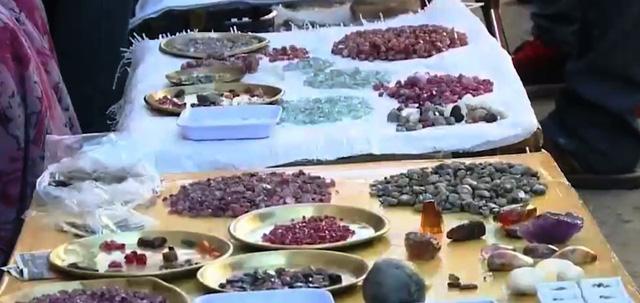 Nghề khai thác đá quý ở Myanmar: Lành ít, dữ nhiều - Ảnh 1.