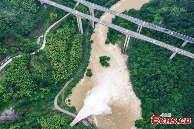 Trung Quốc kích hoạt phản ứng khẩn cấp đối phó với lũ lụt - Ảnh 3.