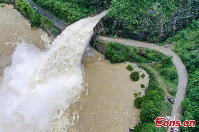 Trung Quốc kích hoạt phản ứng khẩn cấp đối phó với lũ lụt - Ảnh 4.