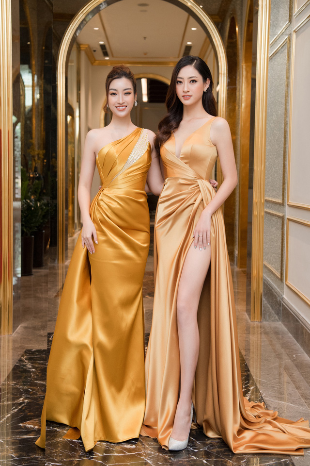 """Bộ đôi Hoa hậu """"song Linh"""" đọ độ nóng bỏng khi """"đụng"""" đầm vàng - Ảnh 1."""