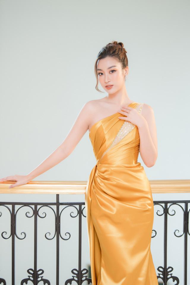 """Bộ đôi Hoa hậu """"song Linh"""" đọ độ nóng bỏng khi """"đụng"""" đầm vàng - Ảnh 3."""