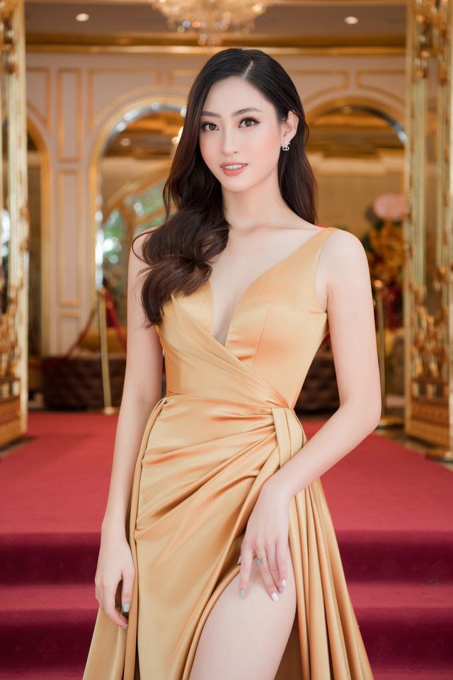 """Bộ đôi Hoa hậu """"song Linh"""" đọ độ nóng bỏng khi """"đụng"""" đầm vàng - Ảnh 6."""