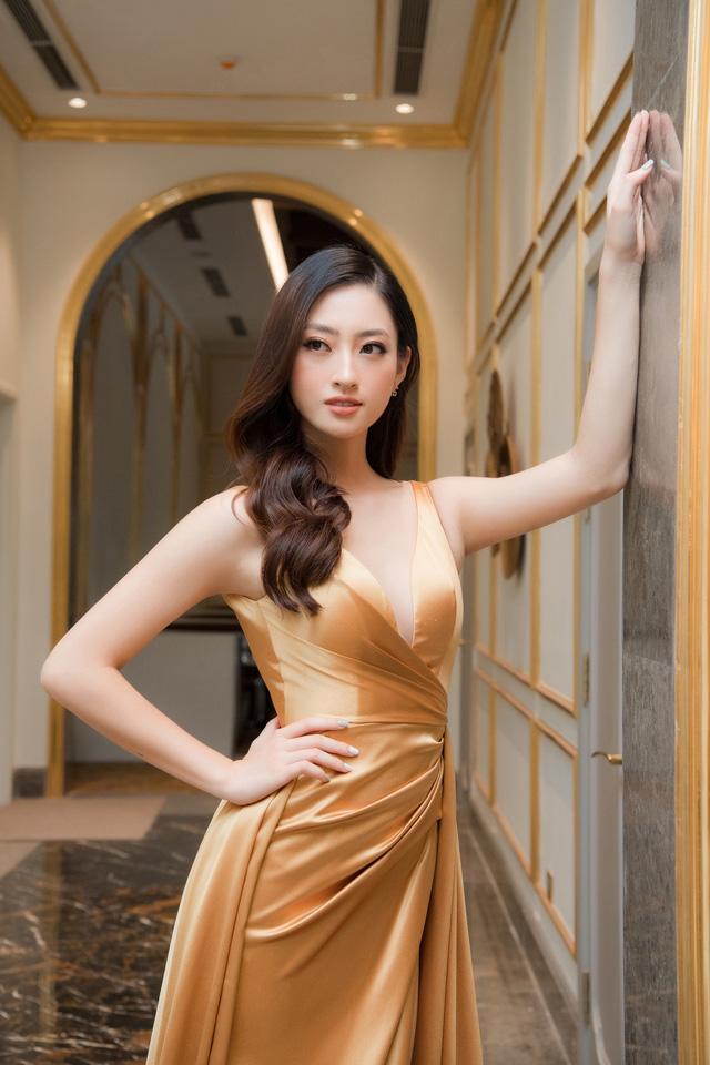 """Bộ đôi Hoa hậu """"song Linh"""" đọ độ nóng bỏng khi """"đụng"""" đầm vàng - Ảnh 8."""