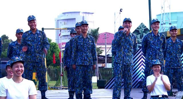 Khổng Tú Quỳnh tranh tài trở thành chỉ huy ưu tú trong Chiến sĩ 2020 - Ảnh 3.