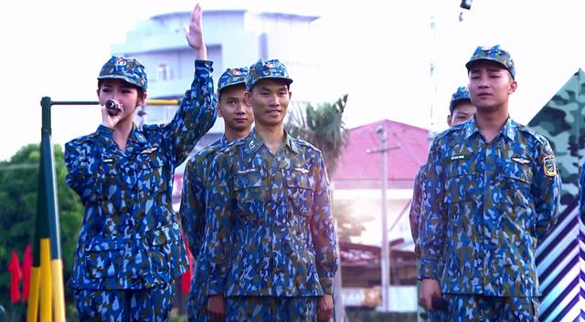 Khổng Tú Quỳnh tranh tài trở thành chỉ huy ưu tú trong Chiến sĩ 2020 - Ảnh 2.