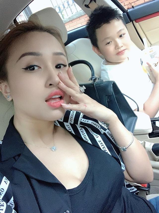 MC Thanh Vân Hugo cùng con trai Nam tiến - Ảnh 1.