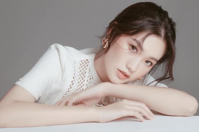 Thí sinh Hoa hậu Việt Nam gây sốt vì xinh đẹp, thành tích học tập khủng - Ảnh 8.