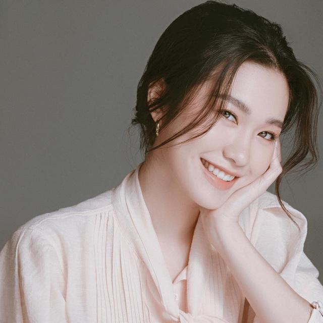 Thí sinh Hoa hậu Việt Nam gây sốt vì xinh đẹp, thành tích học tập khủng - Ảnh 4.