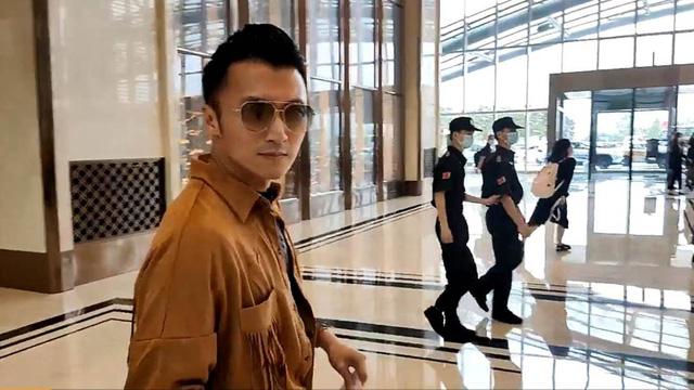Tạ Đình Phong bị cư dân mạng phản đối vì không đeo khẩu trang khi đi tour Vũ Hán - Ảnh 2.