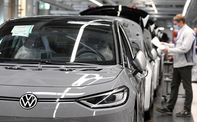 Các hãng chế tạo ô tô lao đao vì COVID-19 - Ảnh 2.