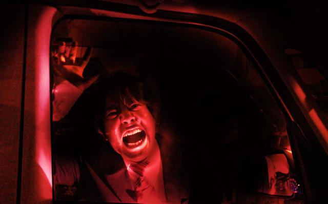 Dựng tóc gáy, trải nghiệm lái xe xuyên nhà ma kinh hoàng tại Nhật Bản - Ảnh 1.