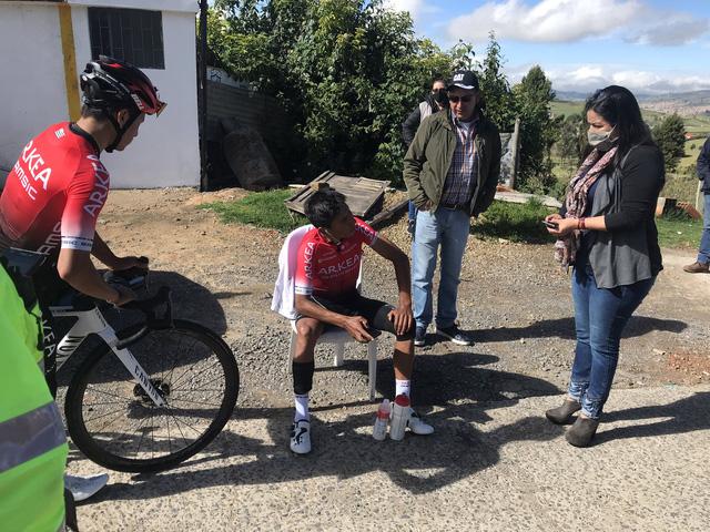 Nairo Quintana gặp tai nạn khi tập luyện - Ảnh 2.