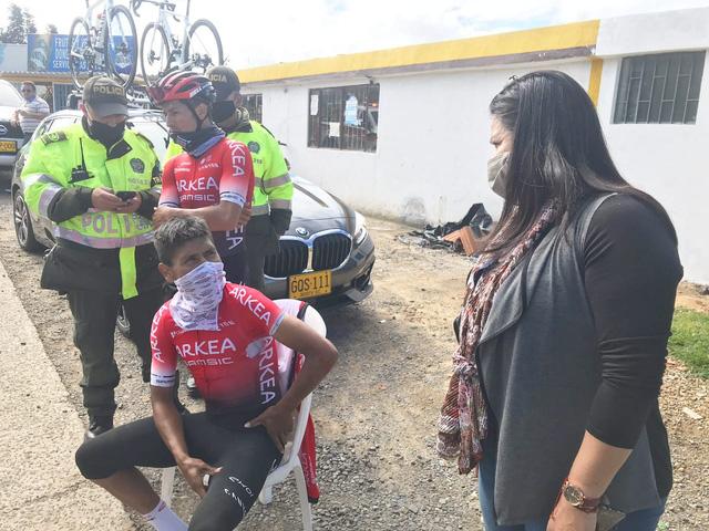 Nairo Quintana gặp tai nạn khi tập luyện - Ảnh 1.