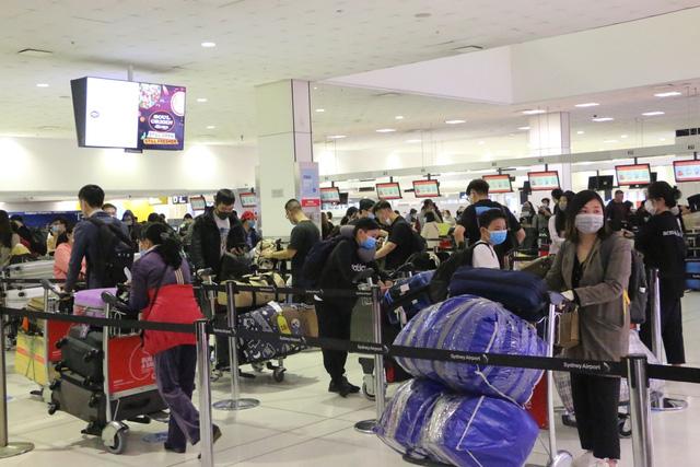 Đưa hơn 350 công dân Việt Nam từ Australia và New Zealand về nước - Ảnh 2.