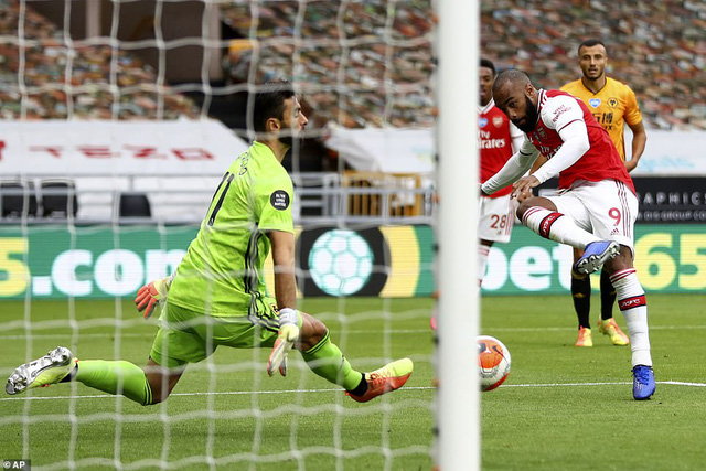 Wolverhampton 0-2 Arsenal: Saka - Lacazette lập công (Vòng 33 Ngoại hạng Anh) - Ảnh 2.