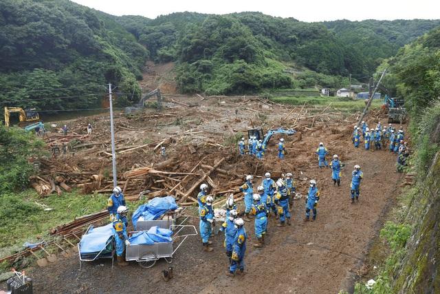 Lũ lụt, lở đất hoành hành từ Trung Quốc đến Nhật Bản  - Ảnh 3.