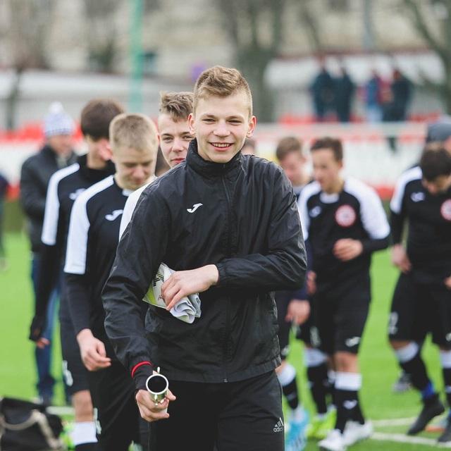 Thủ môn CLB Znamya Truda FC tại Nga bị sét đánh khi đang tập luyện - Ảnh 2.