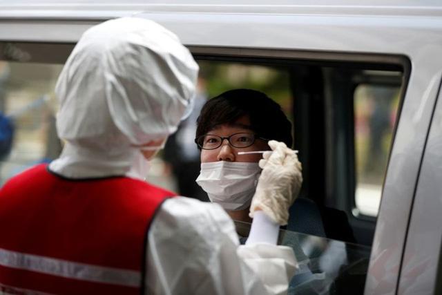 Số ca mắc COVID-19 tăng cao, Nhật Bản chưa tái ban bố tình trạng khẩn cấp - Ảnh 1.