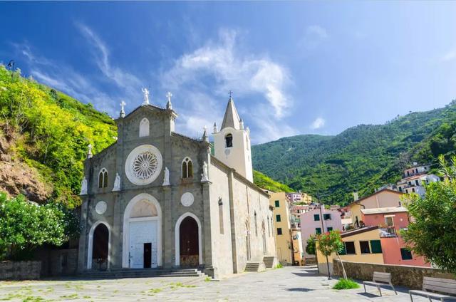Thu hút du lịch hậu COVID-19, ngôi làng đẹp như tranh vẽ tại Italy miễn phí chỗ ở cho du khách - ảnh 1
