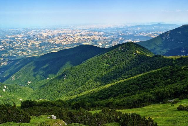 Thu hút du lịch hậu COVID-19, ngôi làng đẹp như tranh vẽ tại Italy miễn phí chỗ ở cho du khách - ảnh 3