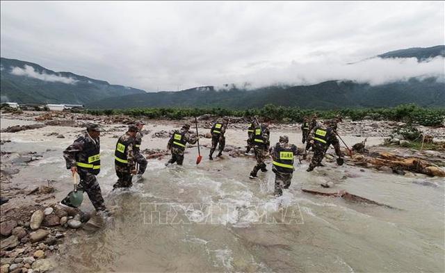 Trung Quốc nâng mức phản ứng khẩn cấp đối phó lũ lụt - Ảnh 2.