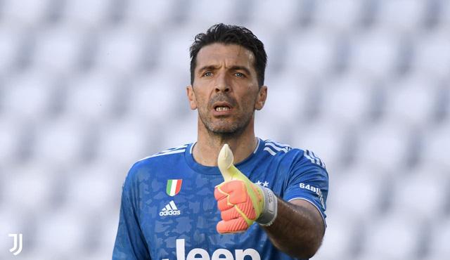 Juventus 4-1 Torino: Ronaldo sút phạt thành bàn, Buffon phá kỷ lục của Maldini (Vòng 30 Serie A) - Ảnh 2.