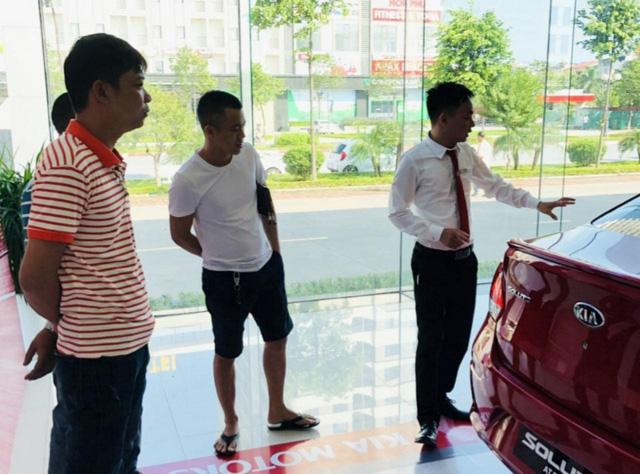 Thị trường ô tô sau khi giảm 50% phí trước bạ: Tan băng nhưng lại tăng giá - Ảnh 1.