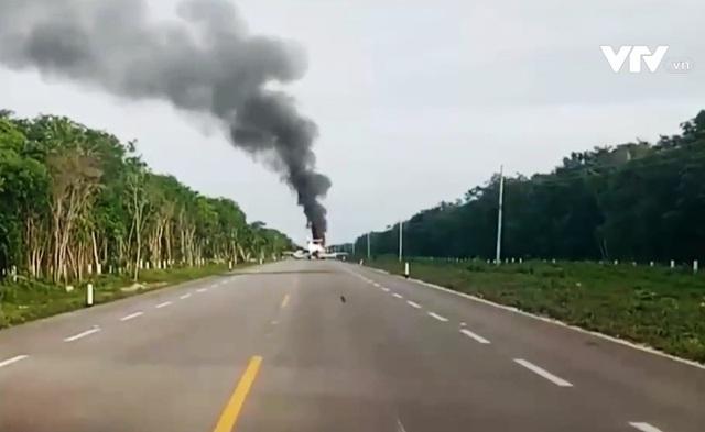 Mexico: Tự đốt cháy máy bay khi bị phát hiện chở hàng trăm kg ma túy - Ảnh 2.