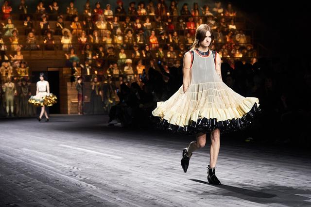 Haute Couture week tổ chức -  không có báo chí và khách mời - Ảnh 1.