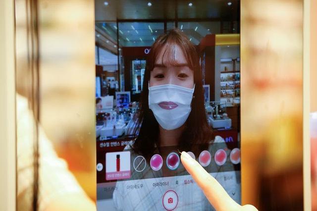 Độc đáo, thử mỹ phẩm bằng gương thực tế ảo tại Hàn Quốc - ảnh 1