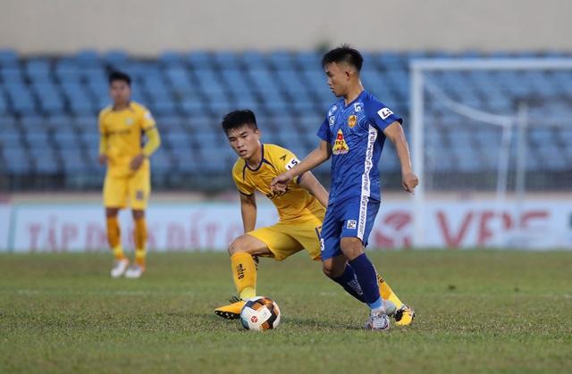 Chùm ảnh: CLB Quảng Nam giành 3 điểm trong ngày ra mắt tân HLV - Ảnh 11.
