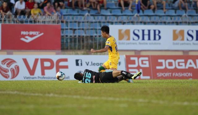 Chùm ảnh: CLB Quảng Nam giành 3 điểm trong ngày ra mắt tân HLV - Ảnh 12.