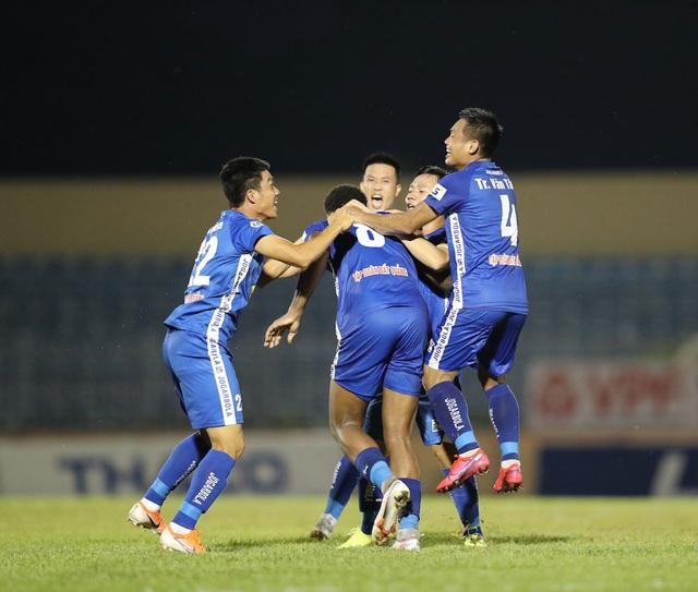 Chùm ảnh: CLB Quảng Nam giành 3 điểm trong ngày ra mắt tân HLV - Ảnh 13.