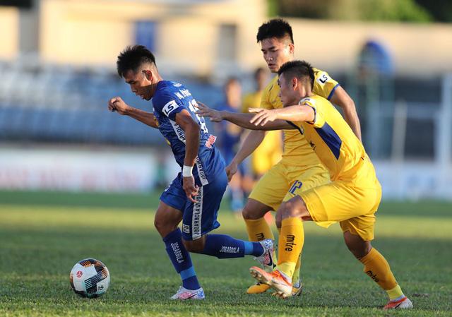 Chùm ảnh: CLB Quảng Nam giành 3 điểm trong ngày ra mắt tân HLV - Ảnh 7.