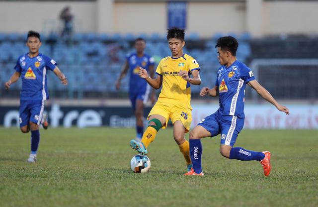 Chùm ảnh: CLB Quảng Nam giành 3 điểm trong ngày ra mắt tân HLV - Ảnh 9.