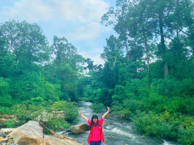 Chinh phục cung đường Tà Năng - Phan Dũng tuyệt đẹp với Hoa hậu Hằng Nguyễn - ảnh 5