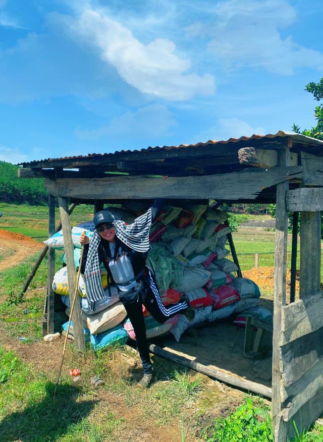 Chinh phục cung đường Tà Năng - Phan Dũng tuyệt đẹp với Hoa hậu Hằng Nguyễn - ảnh 7