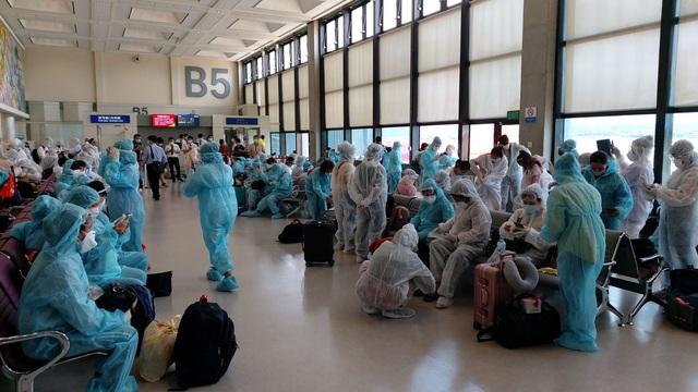 Hơn 240 công dân Việt Nam từ Đài Loan (Trung Quốc) về nước an toàn - Ảnh 2.