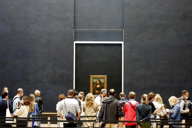 Bảo tàng Louvre mở cửa trở lại  - Ảnh 3.