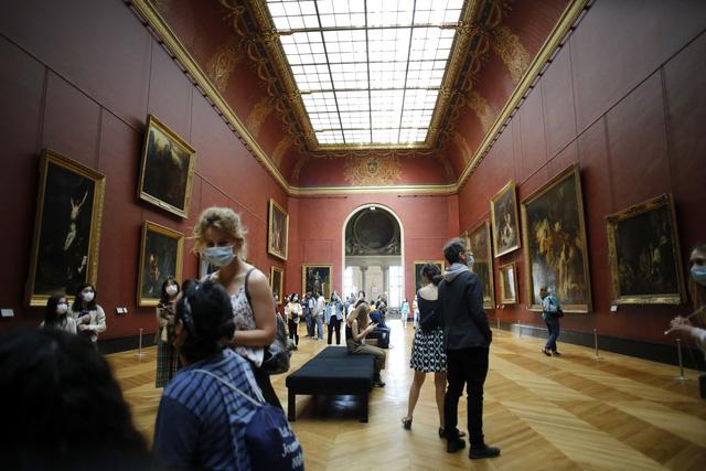 Bảo tàng Louvre mở cửa trở lại  - Ảnh 2.