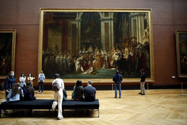Bảo tàng Louvre mở cửa trở lại  - Ảnh 1.
